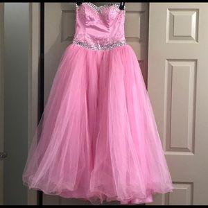 Dresses & Skirts - Princess ball gown prom dress